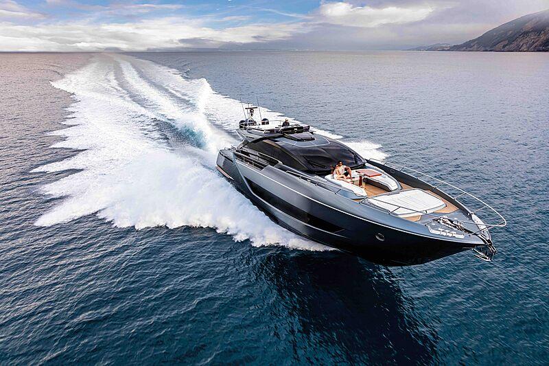 Riva Folgore 88 yacht cruising