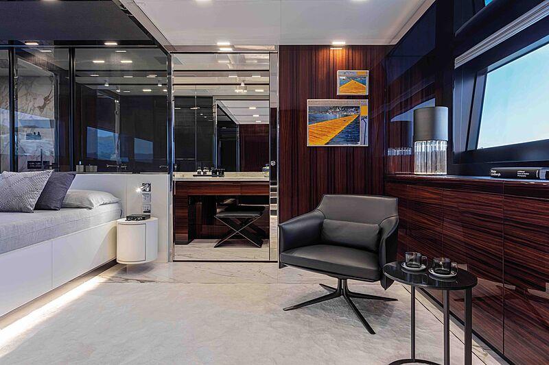 Riva Folgore 88 yacht stateroom