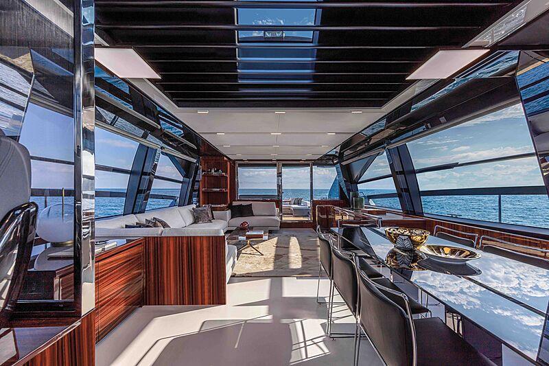 Riva Folgore 88 yacht saloon