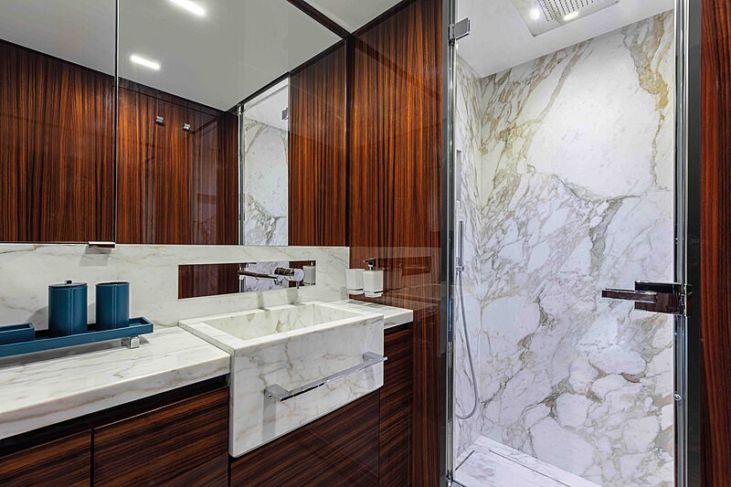 Riva Folgore 88 yacht bathroom