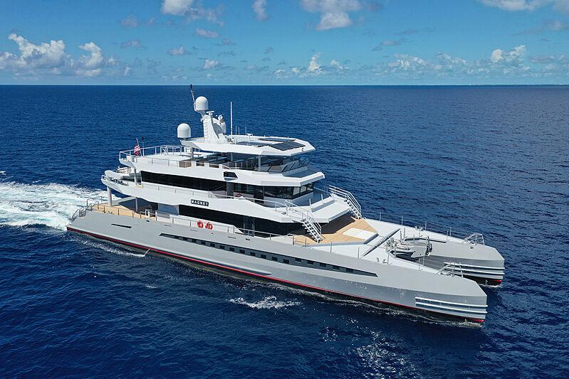 Magnet yacht cruising