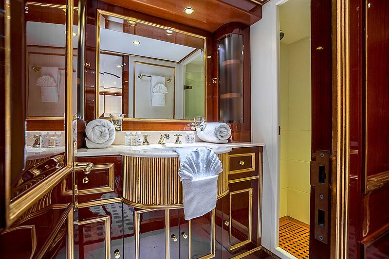 Pida yacht bathroom