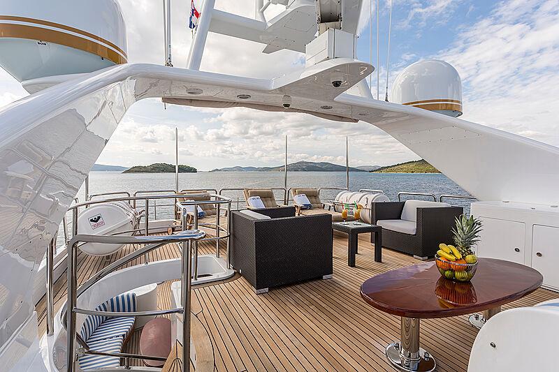 Pida yacht sun deck