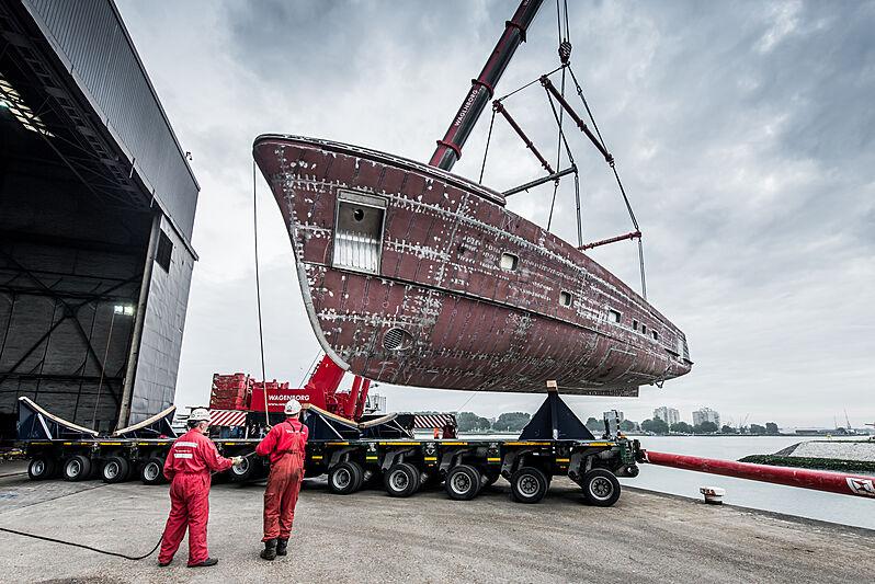 Moonen YN200 hull launch and transport