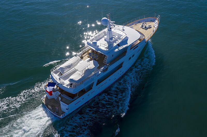 Espiritu Santo yacht cruising