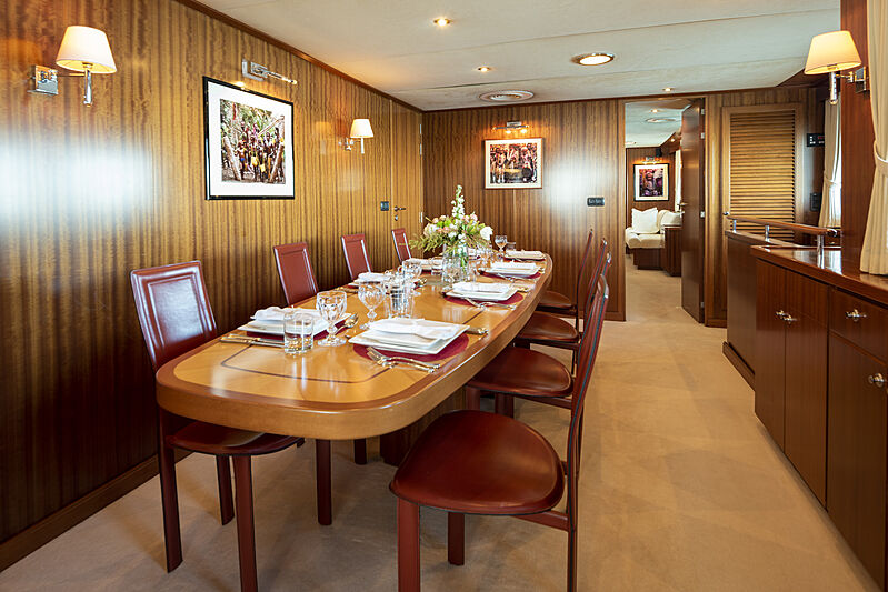 Espiritu Santo yacht dining