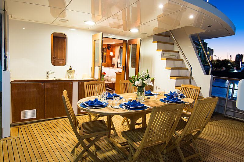 Espiritu Santo yacht aft dining night