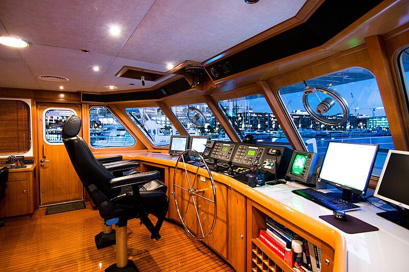Espiritu Santo yacht wheelhouse