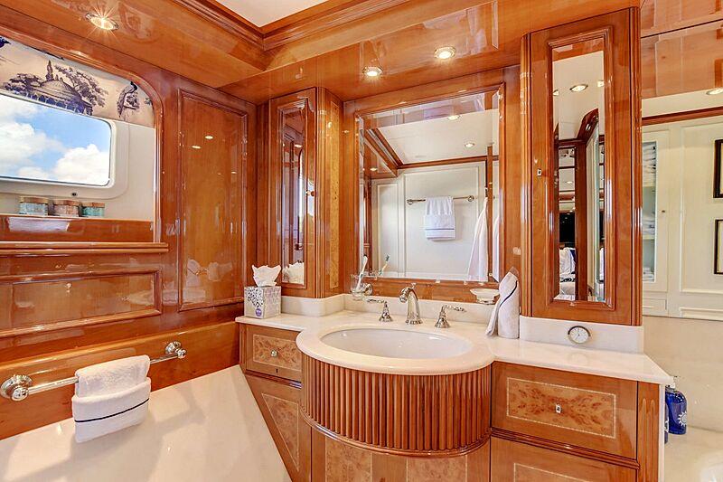 Paradigm yacht bathroom