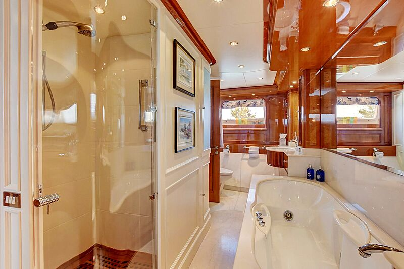 Paradigm yacht bathroom