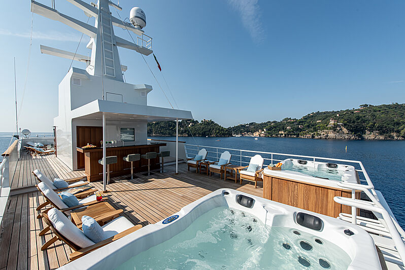 Bleu de Nimes yacht jacuzzi