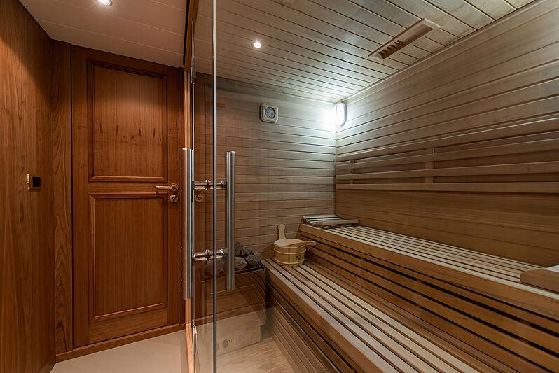 Bleu de Nimes yacht sauna