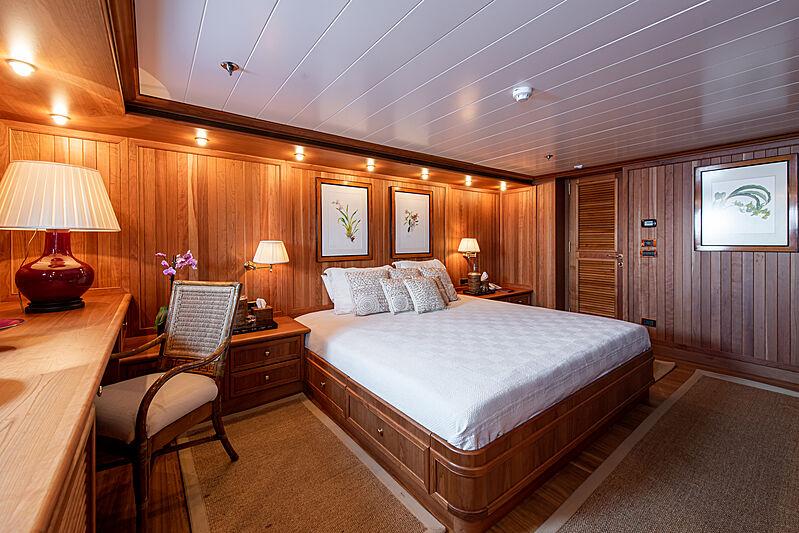Bleu de Nimes yacht stateroom