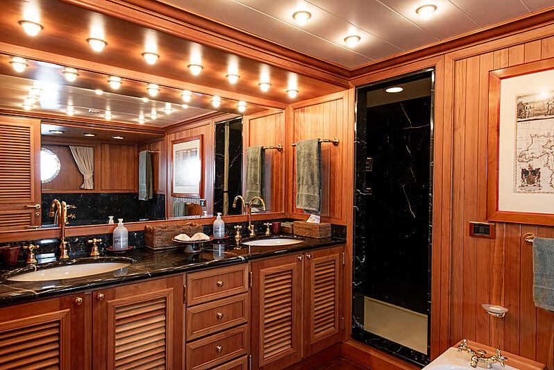 Bleu de Nimes yacht bathroom