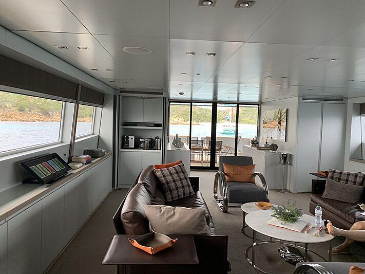 4US yacht saloon