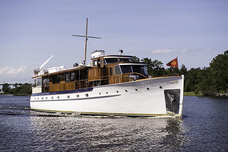 BB yacht cruising