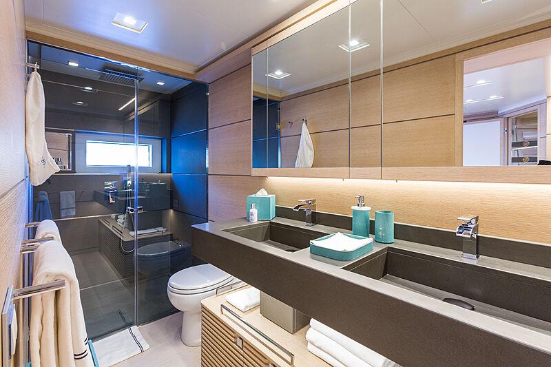 Narvalo yacht bathroom