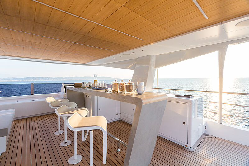Narvalo yacht aft deck dining