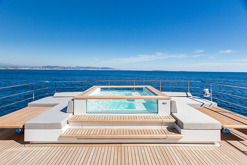 Narvalo yacht pool