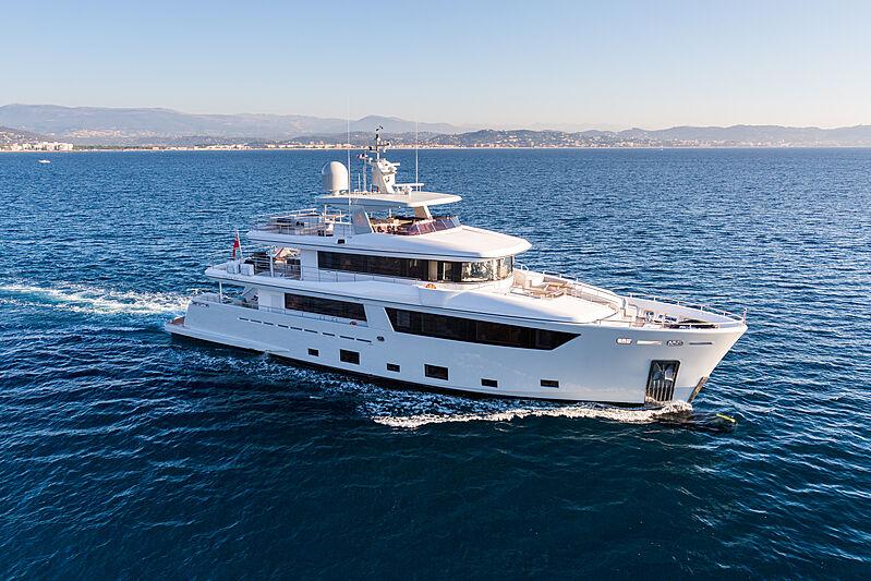 Narvalo yacht cruising