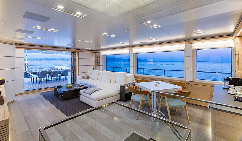 Narvalo yacht saloon