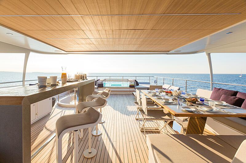 Narvalo yacht deck
