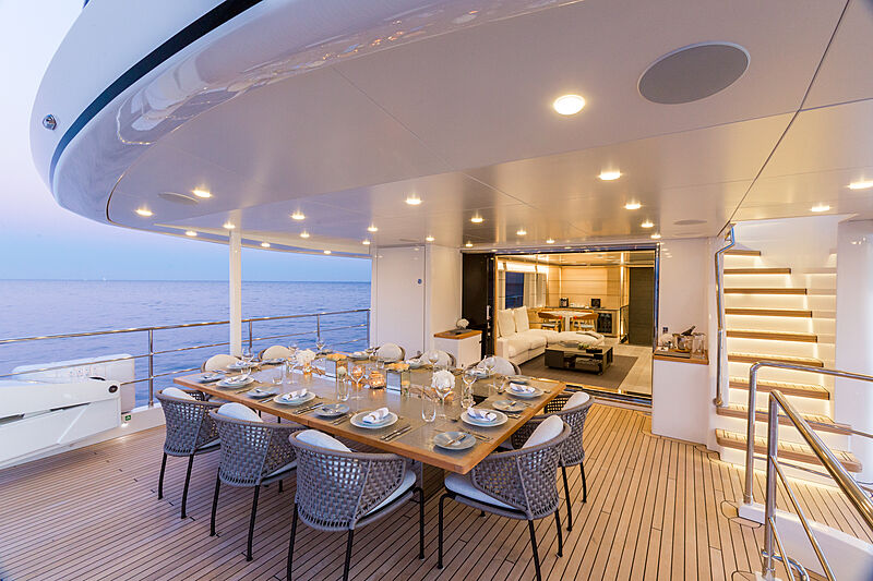 Narvalo yacht deck dining