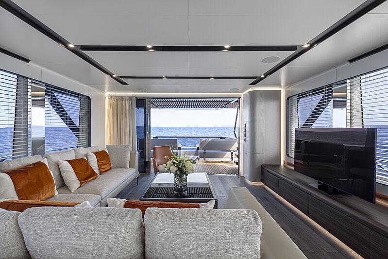 So So Nice yacht saloon