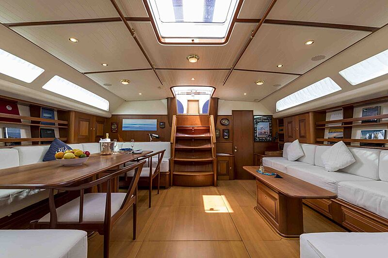 Alexia yacht saloon