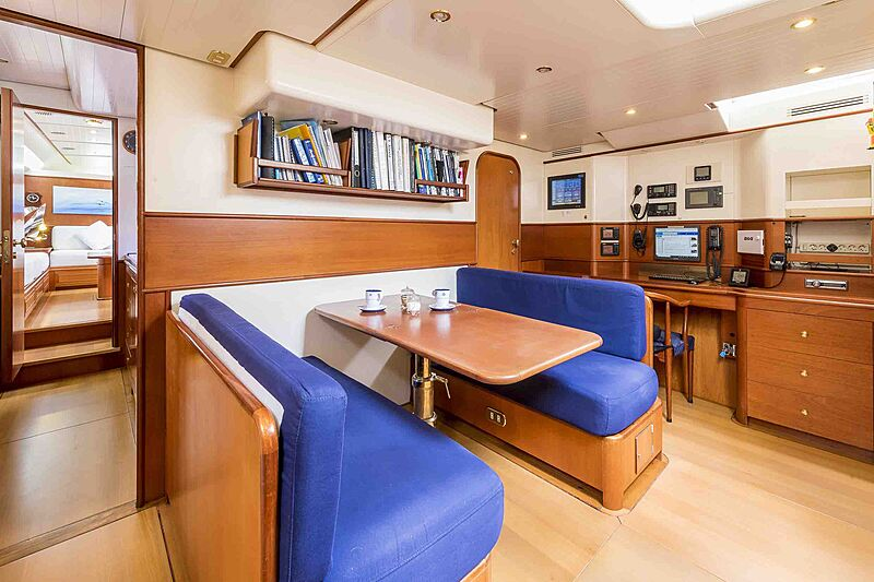 Alexia yacht dining