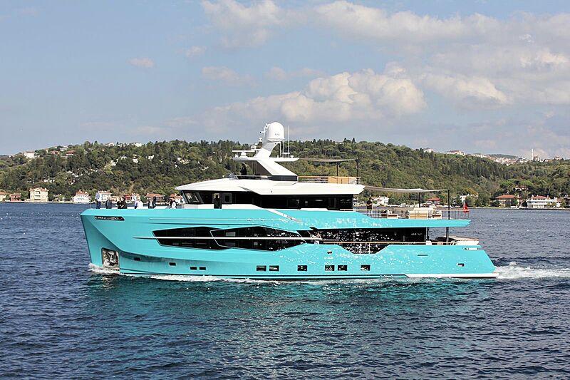 7 Diamonds yacht cruising