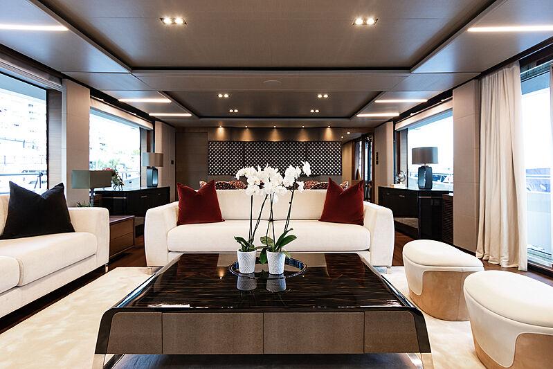 Samba yacht saloon