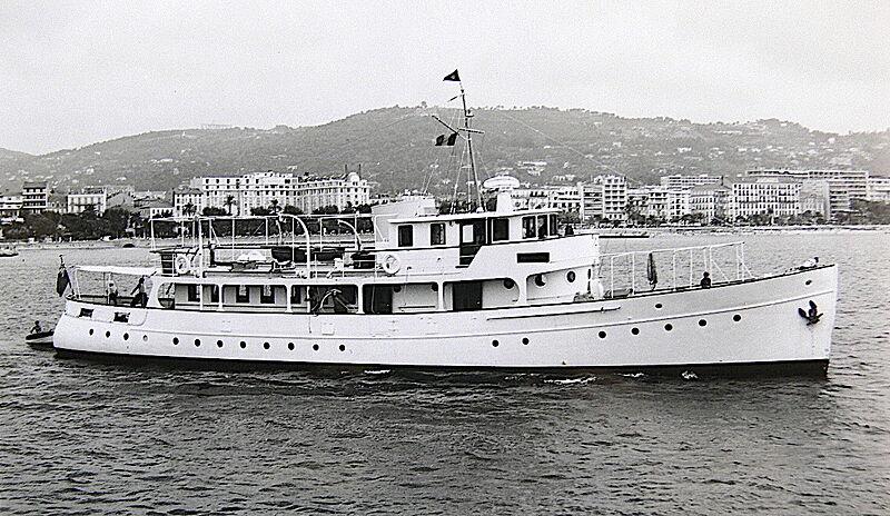 Les Autres yacht off Cannes
