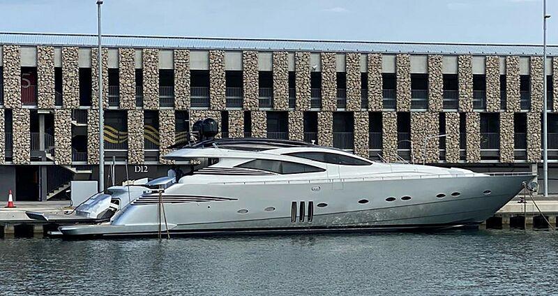Gigaone yacht in marina