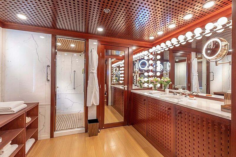 C2 yacht bathroom
