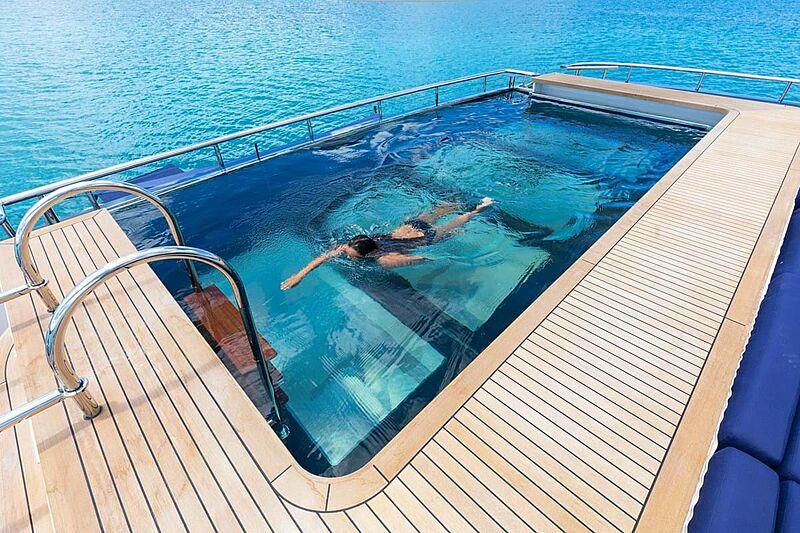 C2 yacht pool