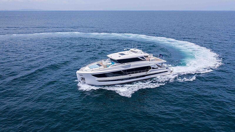 FD90 Hull 14 yacht cruising