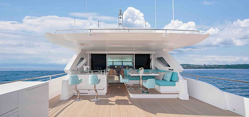 FD90 Hull 14 yacht deck
