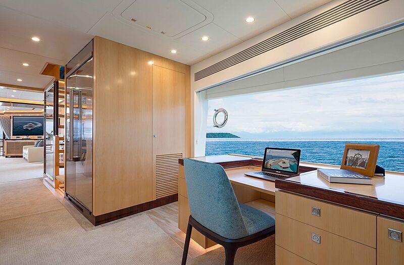 FD90 Hull 14 yacht study room