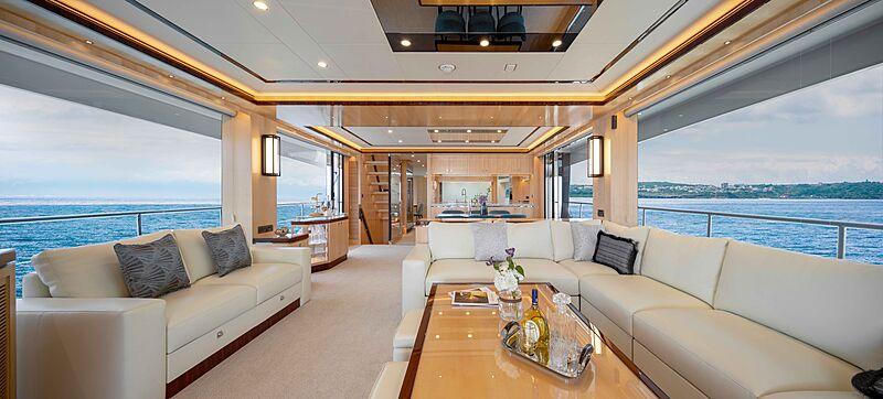 FD90 Hull 14 yacht saloon