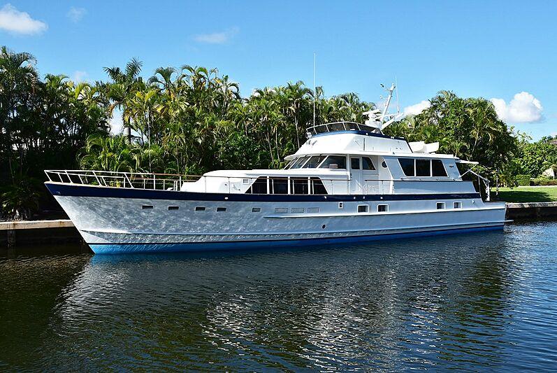 Absolutli Rutli yacht in marina