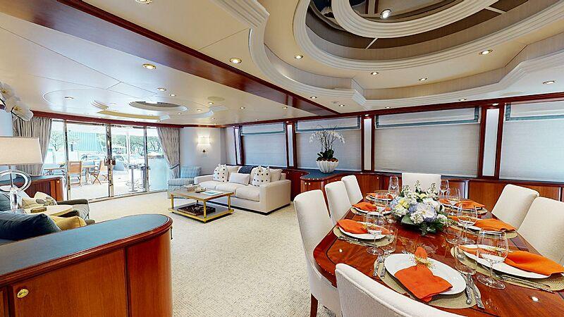 Wonder yacht saloon