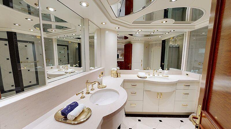 Wonder yacht bathroom