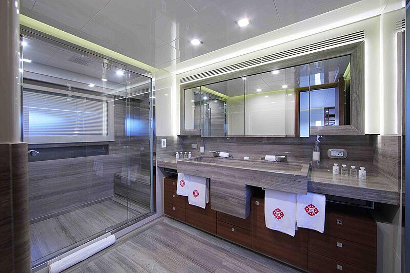 Lady Dia yacht bathroom