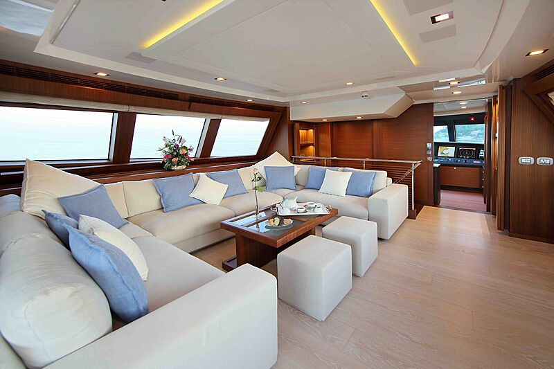 Lady Dia yacht saloon