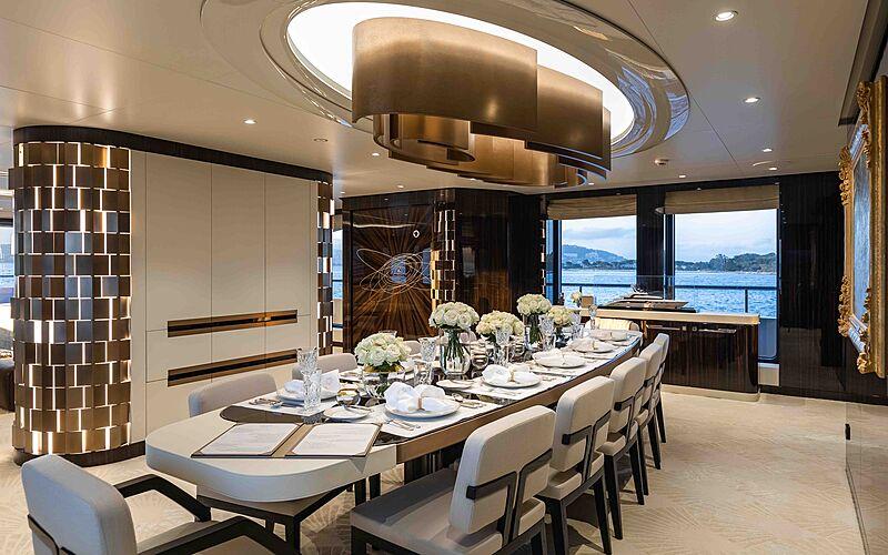 Soaring yacht dining