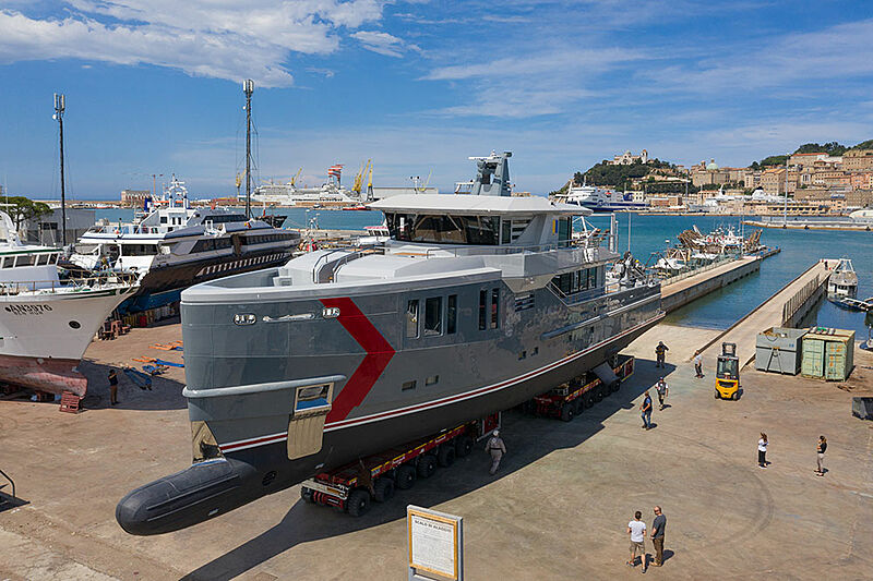 K-584 yacht launch