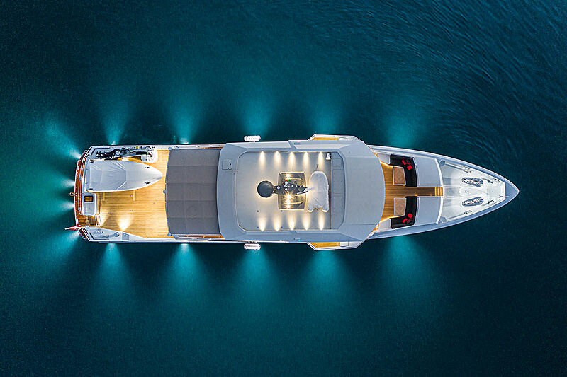K-584 yacht anchored