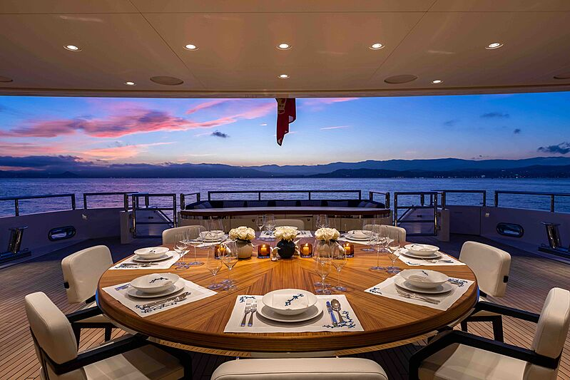 Soaring yacht aft deck dining