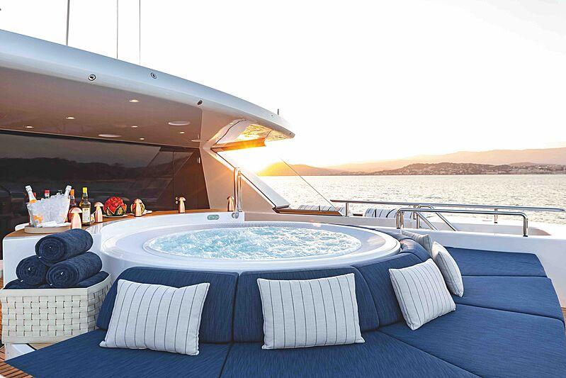 Soaring yacht jacuzzi